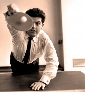 Daniel Barenboim jouant au ping-pong