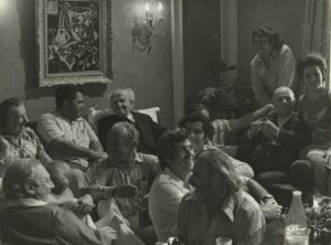 Eugene Istomin assis entre Golda Meir et David Ben Gourion; devant eux, Isaac Stern et Alexander Schneider; à droite, Pablo et Marta Casals. 1973