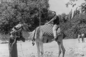 1958 Eugene sur un chameau