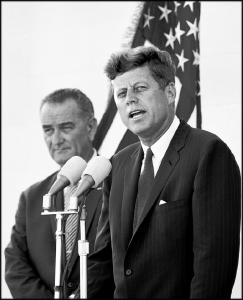 Le président Kennedy et le vice-président Johnson