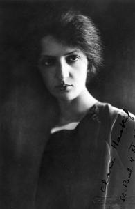 Photo dédicacée par Clara Haskil lors de sa tournée américaine de 1927