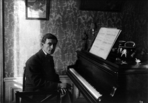 Maurice Ravel au piano (1912)