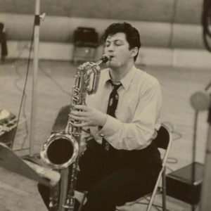 Oppenheim-s-amusant-a-jouer-du-saxo