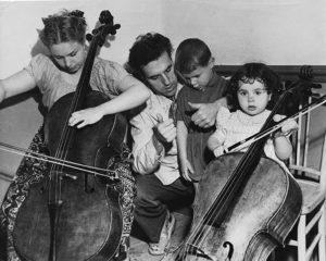 Tortelier et sa famille à Prades en 1952