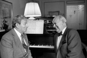 Harold Shaw (à droite) avec Nathan Milstein